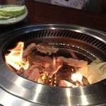 焼肉ひらい - 厚いお肉は少し時間がかかります