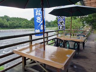 船場亭 - 鬼怒川に面したテーブル席