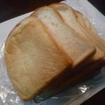 29633418 - 水・土限定の絶賛の「パン ド ミ (268円)」