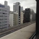 カーン・ケバブ・ビリヤニ - JR線方向へ東京高速道路を望む