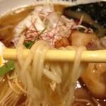 神戸牛らーめん 八坐和 - 神戸牛らーめん~古式醤油仕立~麺・リフト