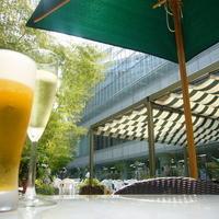 アン カフェ - お天気の日には予約必須のガーデン席。開放的で太陽の光溢れ、ビールやワインが進みます!