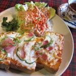 喫茶萩 - ピザトースト 厚切りパンにたっぷりチーズ!