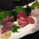 港鶴 - 今日のお刺身はマグロ、カツオ、太刀魚の三点盛りでした!