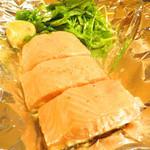 鉄板焼 FLOUR - 5)サーモン焼き       レモンを搾って。