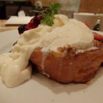 ザ・フレンチトーストファクトリー - チーズクリームとソルトアイスたっぷり!