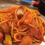 スパゲッティーのパンチョ - カレーナポ。トマトソースにカレーのスパイシーさ。その中にジューシーなナスが!たまらんて。