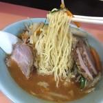 中華料理 とき - 味噌ラーメンの麺は細麺だ