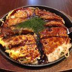 オコシゲ - そばが入った広島焼き、肉玉700円。