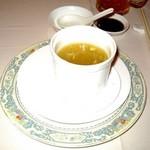 王宝和大酒店 宝和厅 - 蟹味噌とフカヒレのスープ