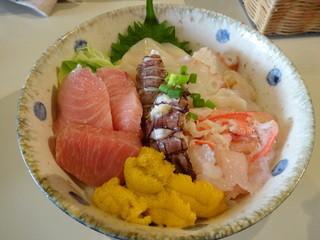 シロクマ食堂 - 生本マグロの海鮮丼ウニ入り 1500円+300円