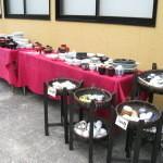 円茶寮 - 天気のよい日は店の外でお得な食器販売も 2014.8.4撮影