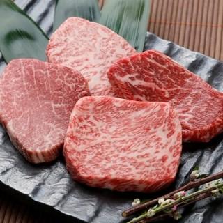 鍋は勿論のこと、お肉専門店だからできる極上のステーキ!