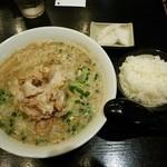中華そばさとう - バラ肉中華690円(ご飯、お新香無料)