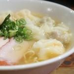 支那そば 八雲 - 特製ワンタン麺(白醤油)