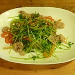 松美屋 - 豚肉と豆苗のガーリック炒め