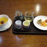 ISO茶房 - 金宣茶とマンゴープリン(2014.03)