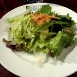 29665361 - ランチメニュー「アルティメットバーガー」(2080円)セットのサラダ