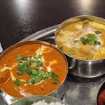 ヒマラヤインドレストラン - 左からバターチキンと野菜カレー