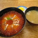知床料理 一休屋 - さけ親子丼(\1,836-)