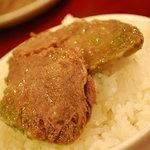 刀削麺・火鍋 XI'AN - 【牛スネ肉の冷菜 特製ネギソース】をごはんにのせて