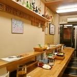 和歌寿司 - 店内はカウンター席のみ
