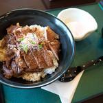 阿蘇とれキッチン にっこり - 「あか牛丼セット」(1,400円)。お料理にはすべて農園バイキングとドリンクバー付き。