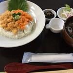 徳弥 - 生うに二色丼(赤白)