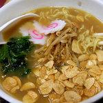 談合坂サービスエリア(下り線)麺コーナー - 談合坂ラーメン、700円。