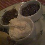 ティーハウス 茶摩 - 生クリームと自家製ジャム。