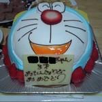 フィーユ・ダンジュ - こどもの誕生日に利用させて頂きました。以前はアンパンマン、モンスターズインクを頼みました。どれも、とても可愛く、またケーキも甘過ぎず、大喜びでした。またお願いします。