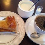 カフェ・ド・クレイン - 料理写真:アップルパイとフレンチブレンドのセット  サービス価格で600円でした