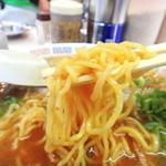 谷やんラーメン - 麺リフト