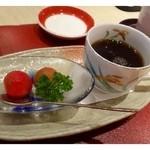 鮨・割烹 花絵巻 - レディースセットは「デザートと珈琲」が付きます。 スイカかと思いましたら「トマト」でした。