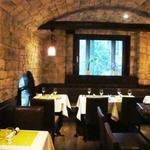 ワイン蔵で楽しむ美食 TERRA - ワインカーブを思わせる石造りの店内