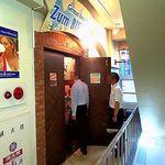 ツムビアホフ - この扉を開けるとドイツが広がっている「ツム・ビアホフ」
