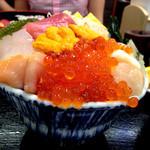 29724652 - 海鮮丼(上)特盛り  これで1,180円