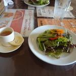 クレッシェレ - スープ、パン、サラダ