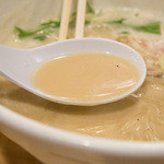 ふく流らーめん 轍 - 1-4)ふく流らーめんのスープ
