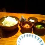 Katsukichi - 食べ放題のキャベツやキムチ等