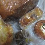 パン饅頭ながいし - 料理写真:この日はこの中から5種類のパンを購入して帰ってみました。