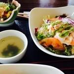 藍住茶房 - ランチ エビとアボカド丼
