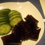 和ダイニング ハタケナカ - 10/1自家製胡瓜の糠漬けと昆布の佃煮