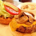 マティーニバーガー - チーズバーガーにマッシュルームトッピング(平日ランチ)