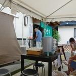 食堂 はせ川 - しまった~(笑)夏休み~という事とお盆休みでテントが・・・冷たいお冷あり。