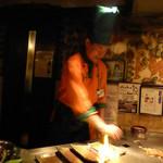 シャカ - お皿を炎で温める