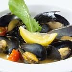 siete - ムール貝の白ワイン蒸しはワインにピッタリ!