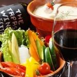 siete - バーニャカウダーは新鮮な野菜に合うソースはバケットにつけても美味
