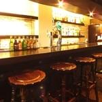 siete - カウンターはおひとりでもゆっくりお酒を楽しめます☆