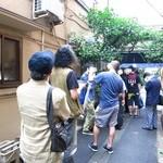 岸田屋 - 開店前からこの行列!